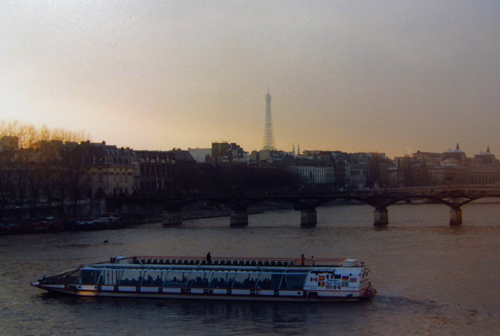 Weekly WordPress photo challenge: Urban - Paris bateaux mouches
